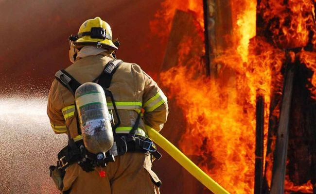 В ДНР унес жизни двух человек масштабный пожар , фото-1