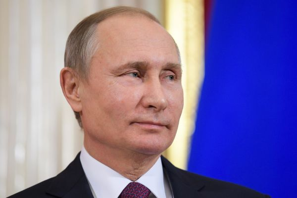 58e8bb0abd42100357a2d38464b1d Путин подписал закон, разрешающий ему снова баллотироваться впрезиденты