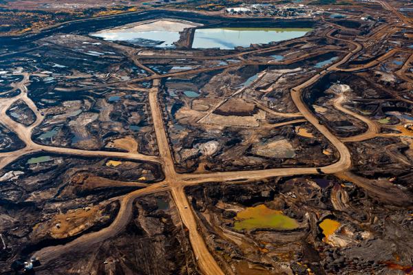 Сбои энергоснабжения остановили два ключевых нефтепровода из Канады в США