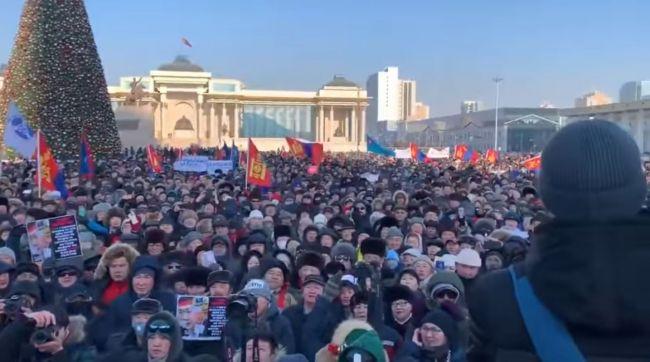 Протесты встолице Монголии: наглавную площадь вышли 25 тыс. человек: EADaily