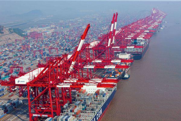В Китае открылся самый большой в мире глубоководный портовый терминал