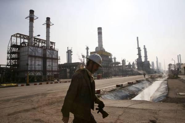 Иран планирует обход санкций США обменом нефти на товары