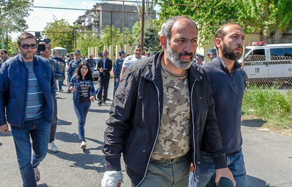 Лидер протестов в Армении заявил, что революция в стране не завершена