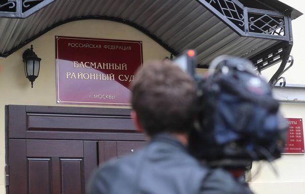 Бывший следователь ФСБ арестован по подозрению в получении взятки от экс-главы Известий