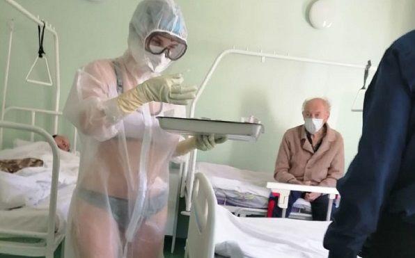 В Туле объяснили появление на работе медсестры в купальнике