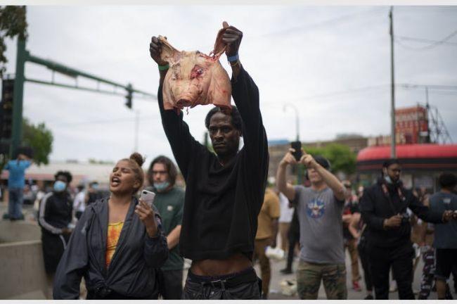 В Миннеаполисе второй день идут волнения из-за убийства негра полицейскими