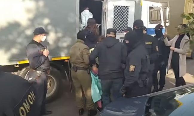 Незаконный оппозиционный женский марш вМинске закончился задержаниями